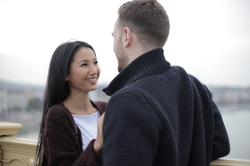 expat couple dating in Singapore